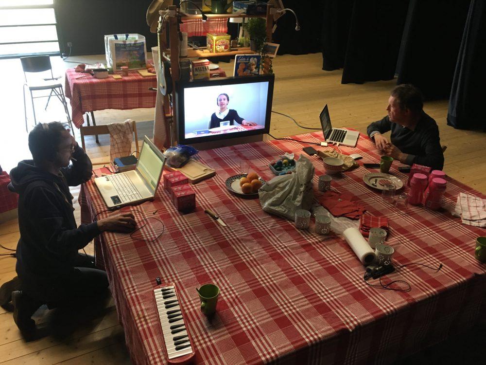 Entre les tables